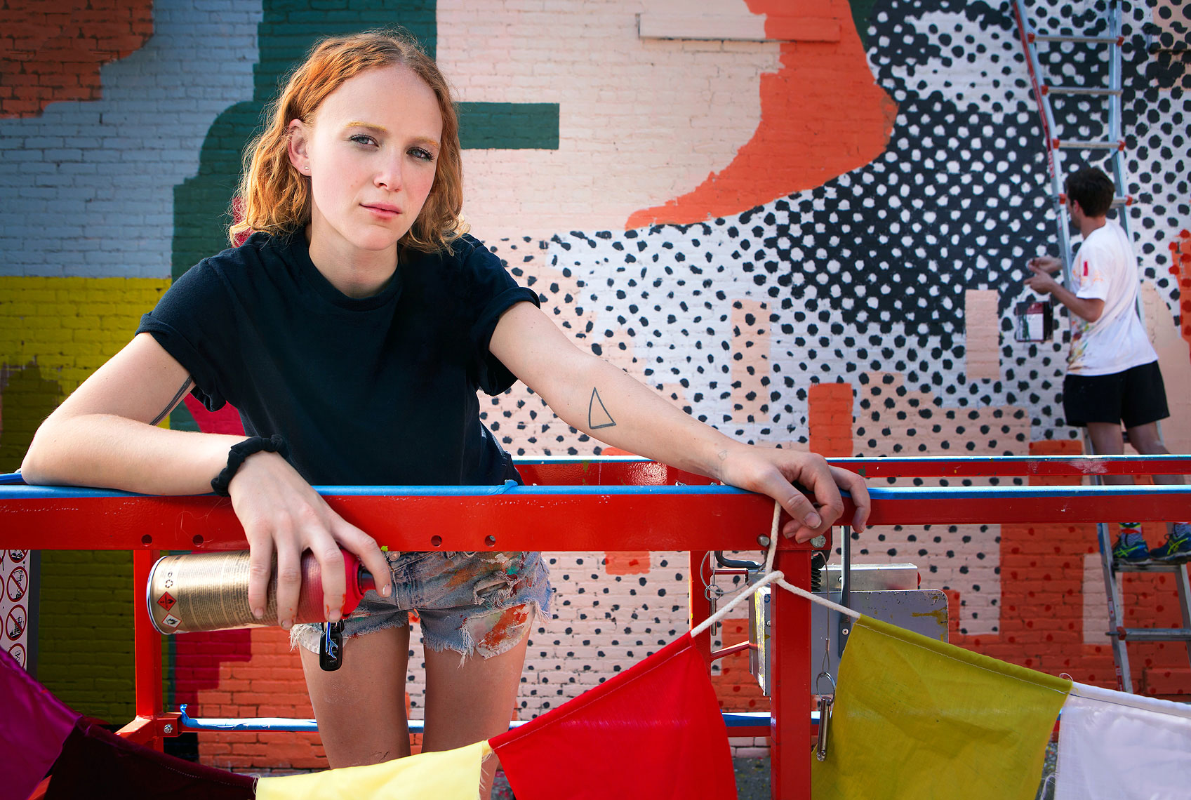 detroit-environmental-portrait-of-artist-muralist-ellen-rutt-photographer-scott-stewart