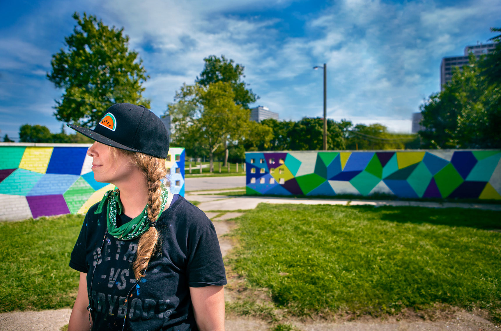 detroit-environmental-portrait-of-artist-muralist-kristin-farr-photographer-scott-stewart