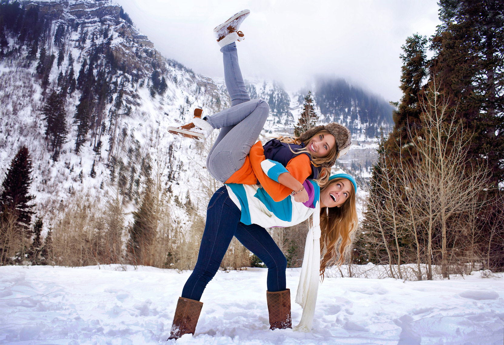 advertising-lifestyle-photo-of-girls-playing-in-mountain-country-by-detroit-photographer-scott-stewart