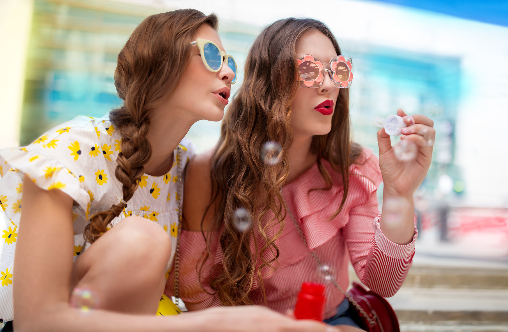 lifestyle-advertising-photo-of-teen-girlfriends-blowing-bubbles-detroit-commercial-photographer-scott-stewart