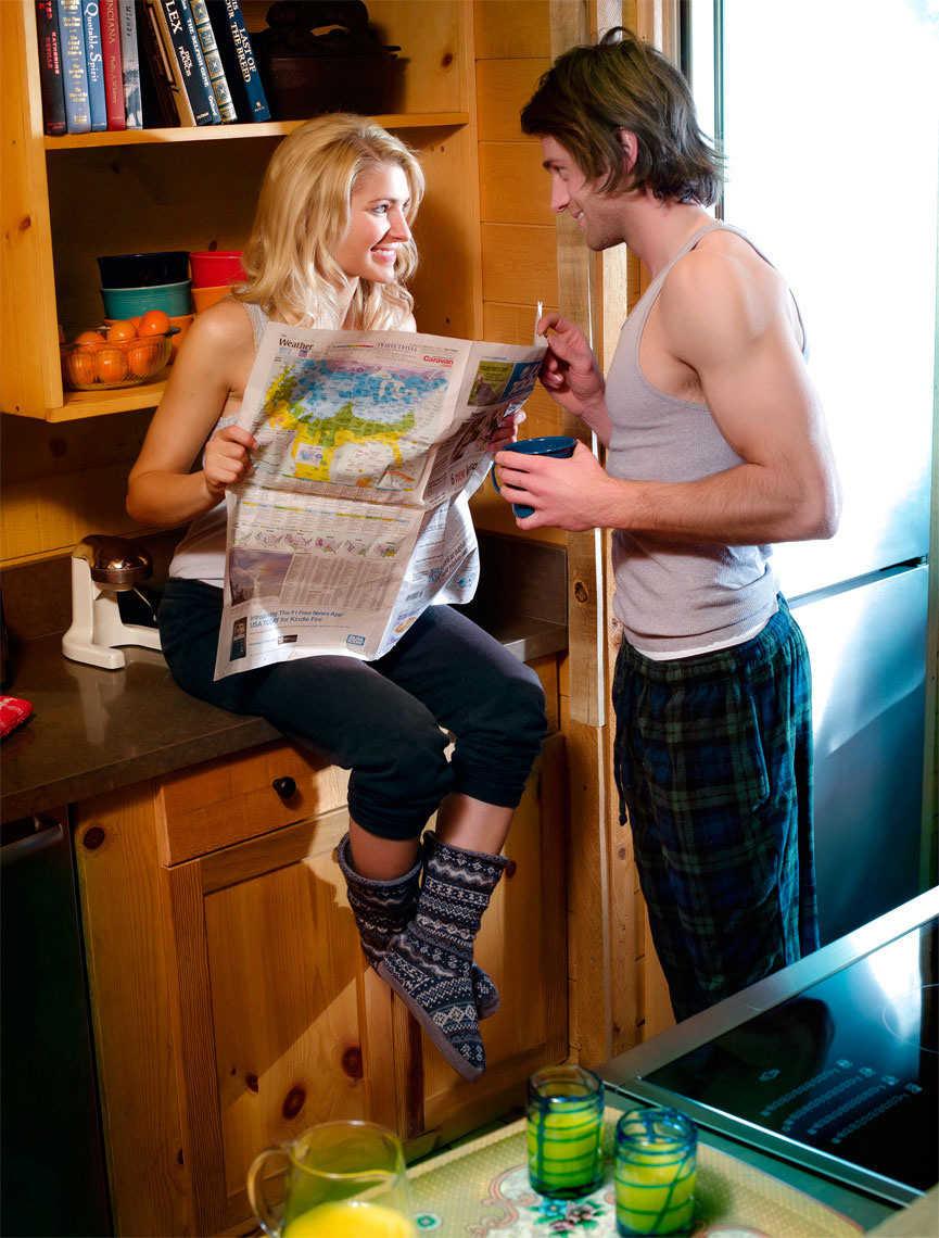 scott-stewart-commercial-lifestyle-photo-in-country-cabin-of-couple-in-kitchen