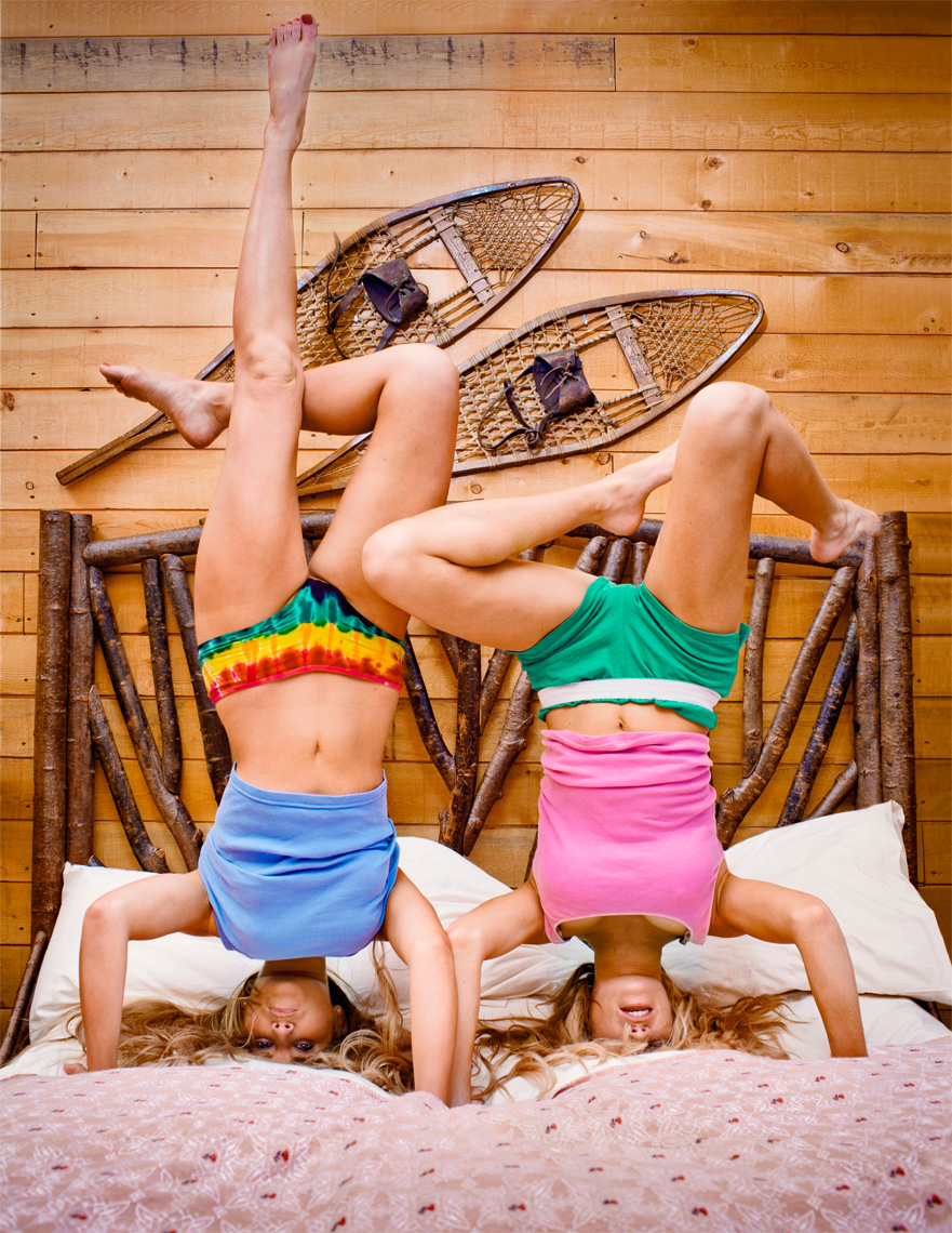lifestyle-photo-of-girls-doing-headstand-in-bedroom-ann-arbor-photographer-scott-stewart