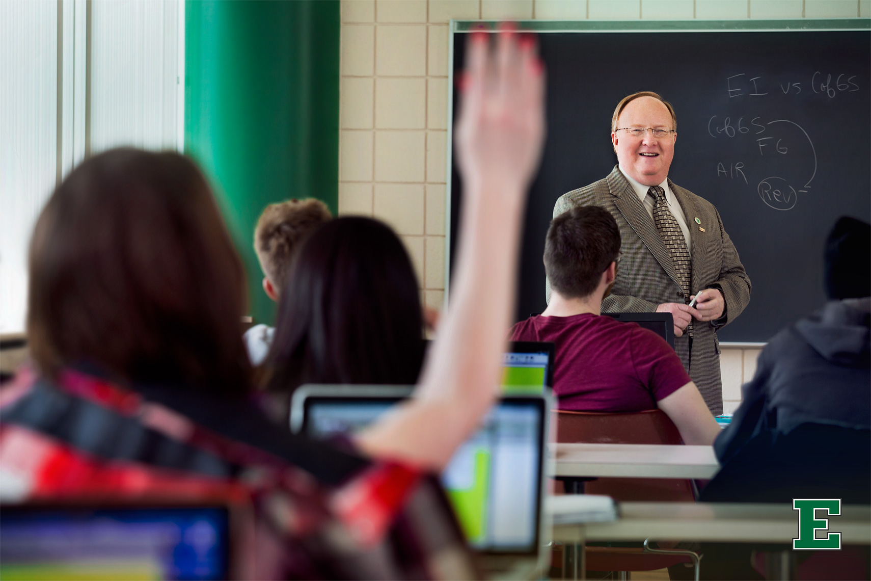 lifestyle-photograph-of-eastern-michigan-professor-teaching-business-students