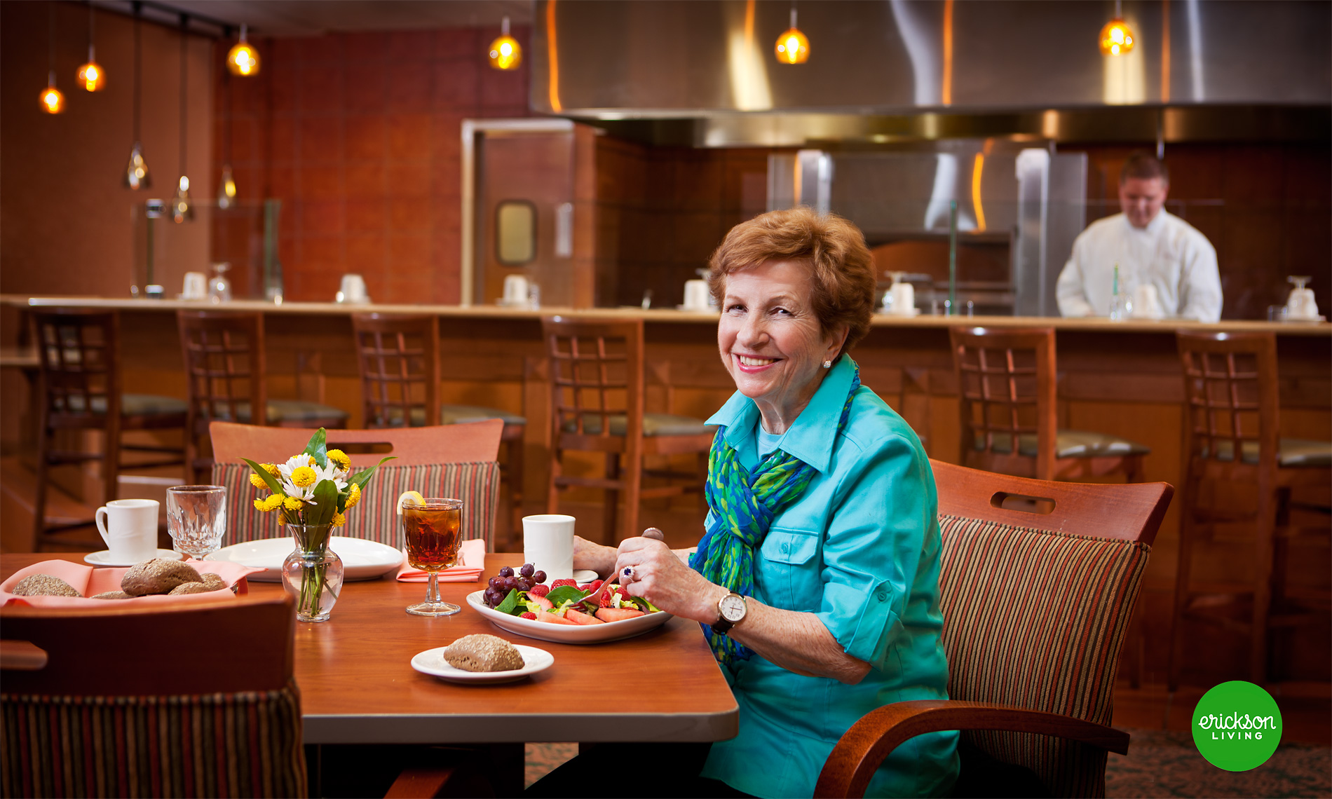 scott-stewart-lifestyle-portrait-for-senior-living-center-in-dining-hall-ann-arbor-commercial-photographer