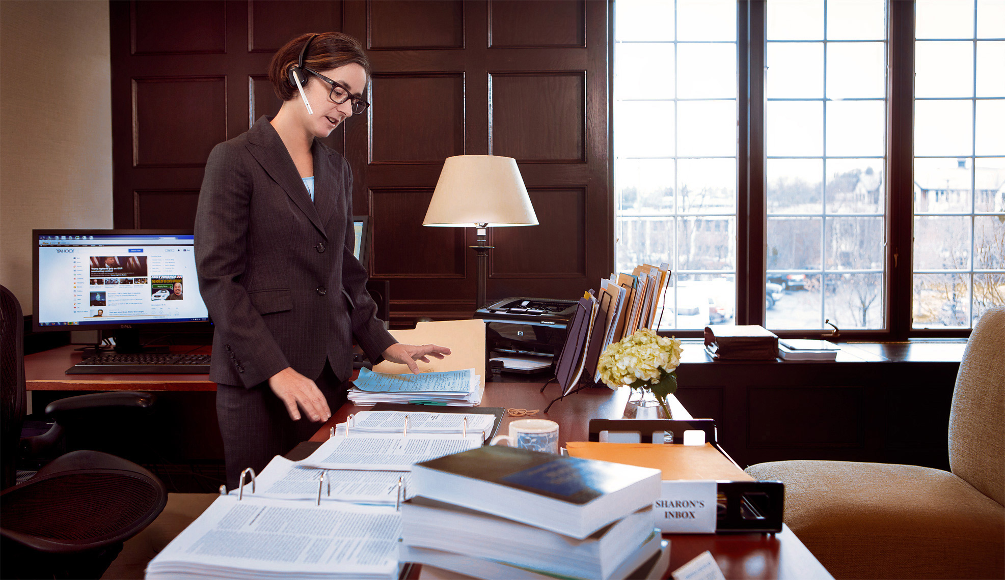 office-work-lifestyle-photograph-of-female-attorney