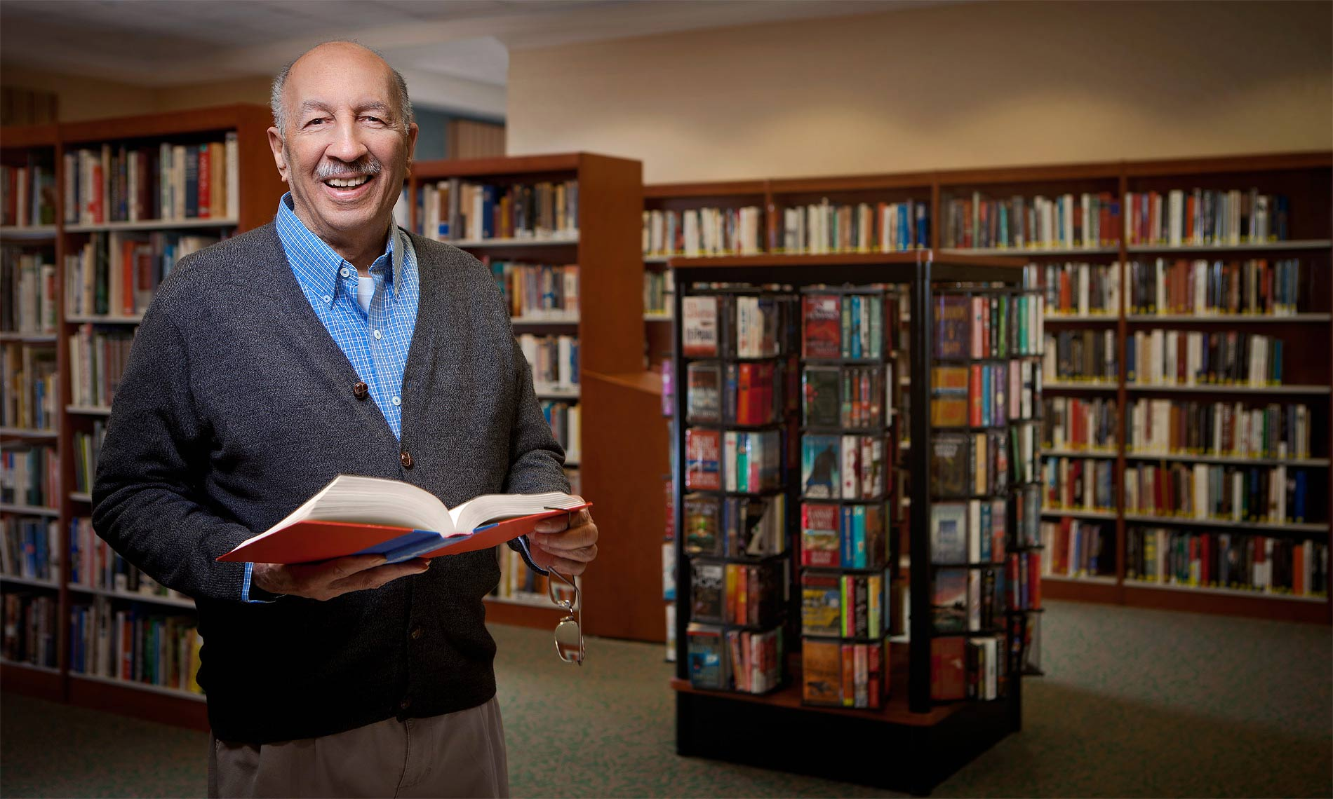scott-stewart-advertising-environmental-portrait-for-detroit-senior-living-library-center